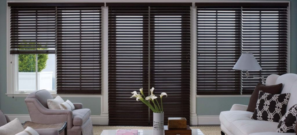 wood-blinds-contrast